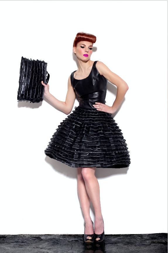 Bolso y vestido de la colección SlowBag de Tytti Thusberg.